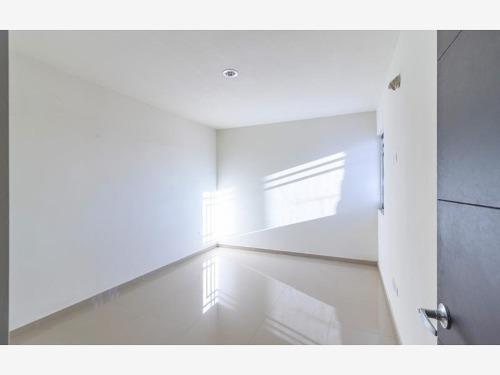 casa en venta en santa rita privada con alberca y seguridad