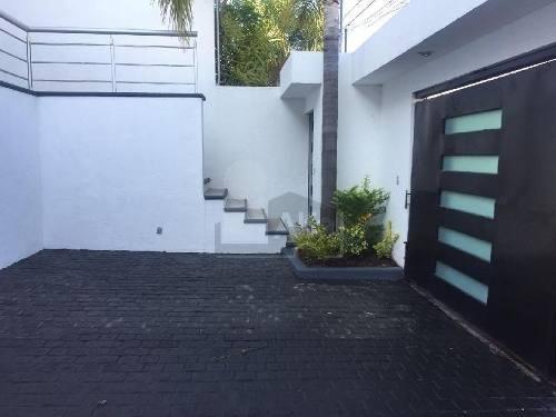 casa en venta en tejeda corregidora. espacios amplios, jardin con palapa y asador.