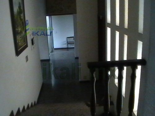 casa en venta en tuxpan ver, col jardines vista espectacular 3 rec. ubicada en un cerro de la colonia jardines de tuxpan veracruz, con una vista espectacular, de una sola planta, cuenta con 2 salas,