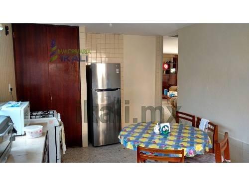 casa en venta en tuxpan ver, col zapote gordo. de 2 pisos ubicada en la colonia zapote gordo, cuenta con un terreno de 293 m², de los cuales 200 m² son de construcción dejando un espacio de 93 m² sin