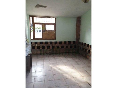 casa en venta en tuxpan veracruz col. la calzada, se encuentra ubicada en la carretera a la barra norte, cuenta con 240 m² de construcción y 1600 m² de terreno, sala, comedor, cocina, chimenea, 3 rec