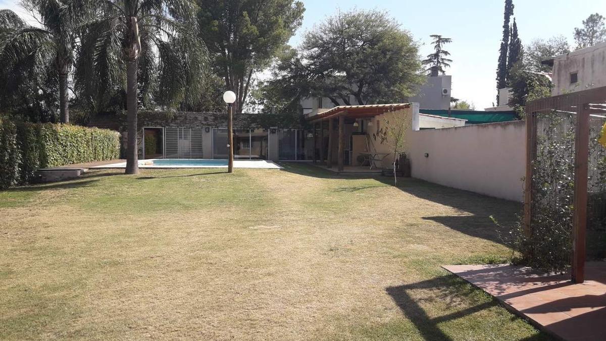 casa en venta en una planta en villa belgrano