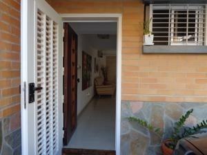 casa en venta en valles de camoruco valencia 20-8392 valgo