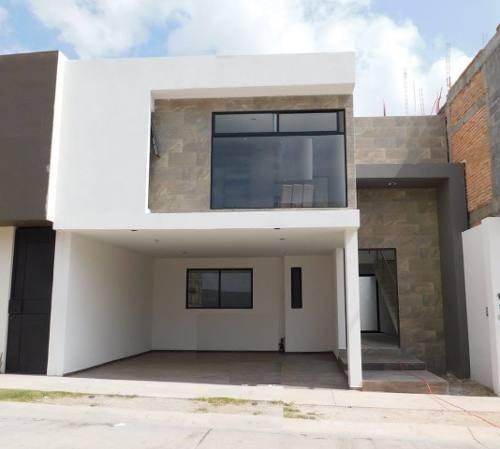 casa en venta en villa magna con balcon en una de las recamaras
