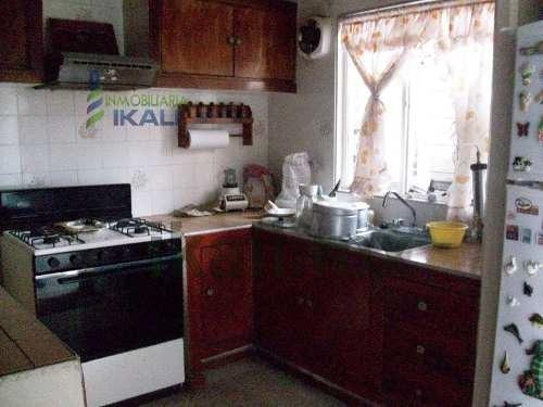 casa en venta en xalapa, veracruz en colonia sebastian lerdo de tejada, se encuentra ubicada a 700 m de plaza cristal dentro del circuito tajin, en la calle castillo de teayo # 46 en la colonia sebas