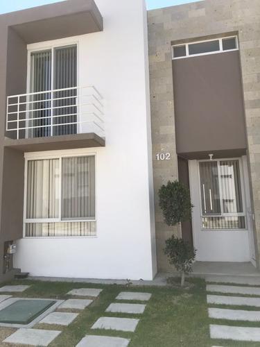 casa en venta en zakia queretaro amueblada