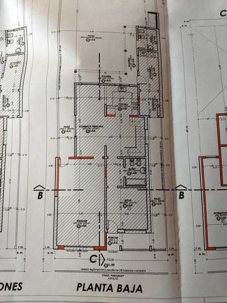 casa en venta en zarate. amplio terreno. quincho. construcción a terminar en planta alta.