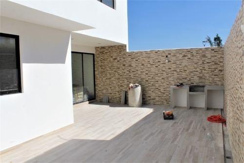 casa en venta en zibata (acantha)