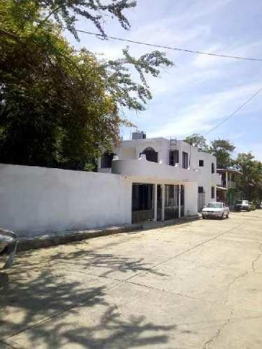 casa en venta en zihuatanejo en col. agua de correa