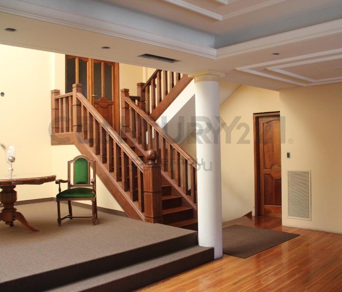 casa en venta en zona residencial de adrogué