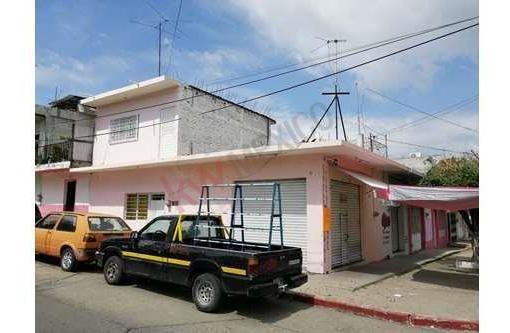 casa en venta en zona sur oriente con dos locales comerciales, cerca del mercado 5 de mayo