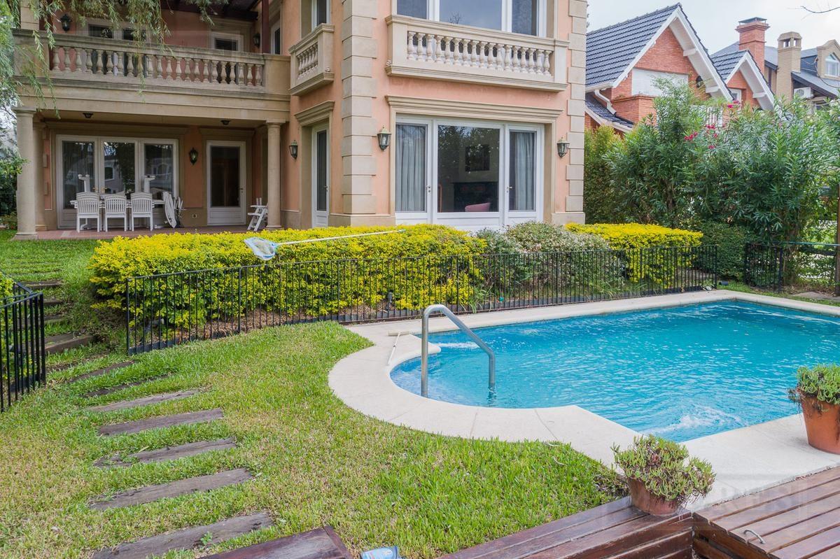 casa en venta estilo  villa italiana  en marina del sol, san fernando.