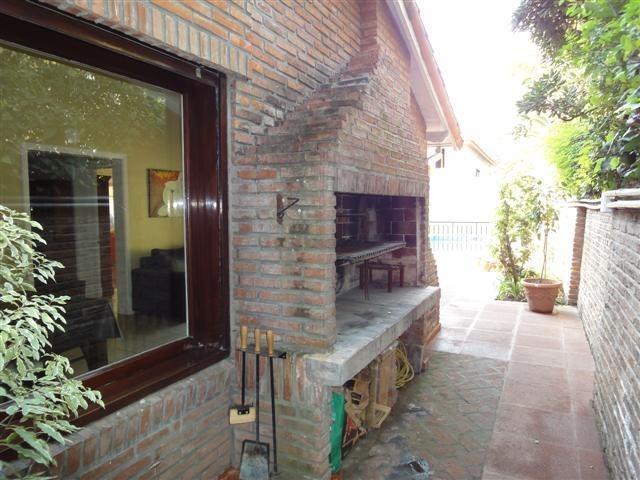 casa en venta, excelente ubicación en martinez de vias a libertador