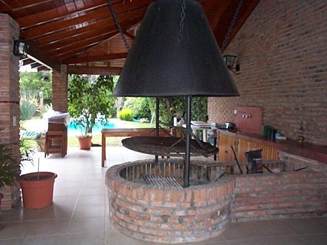 casa en venta, excelente ubicación y entorno, jardín, pileta, parrilla.