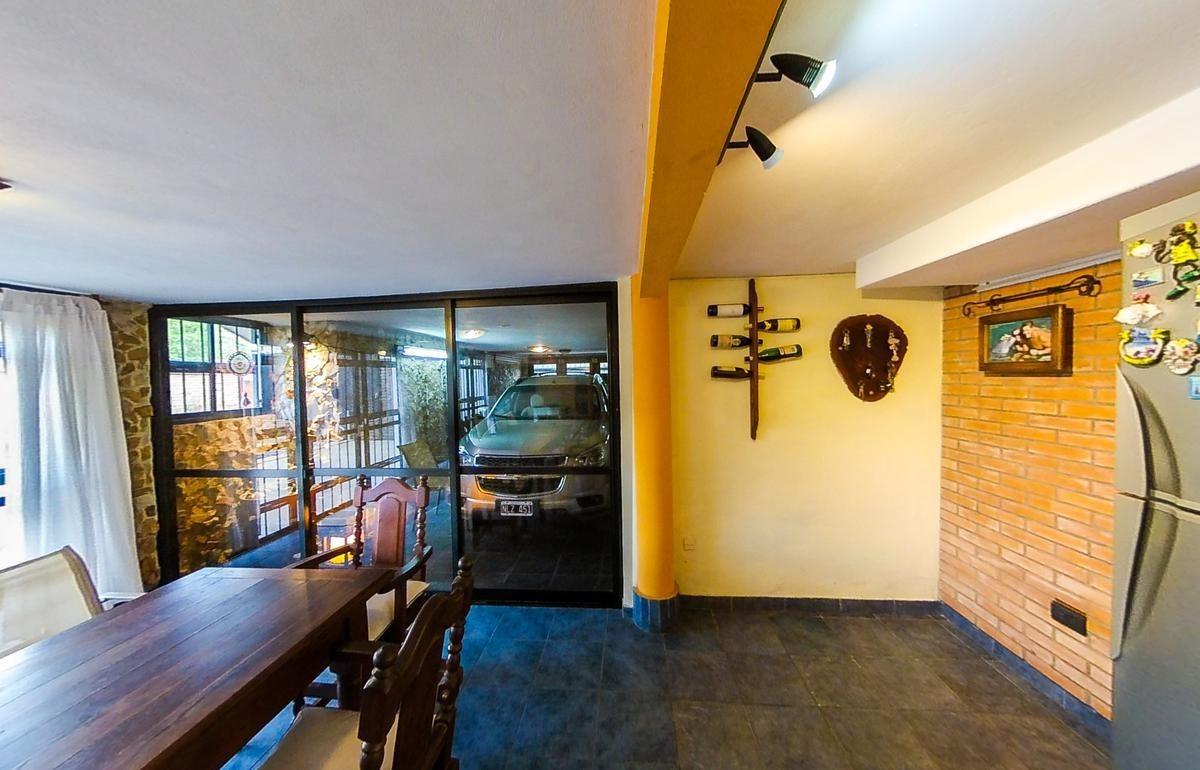 casa  en venta  granadero baigorria con pileta y jardín.