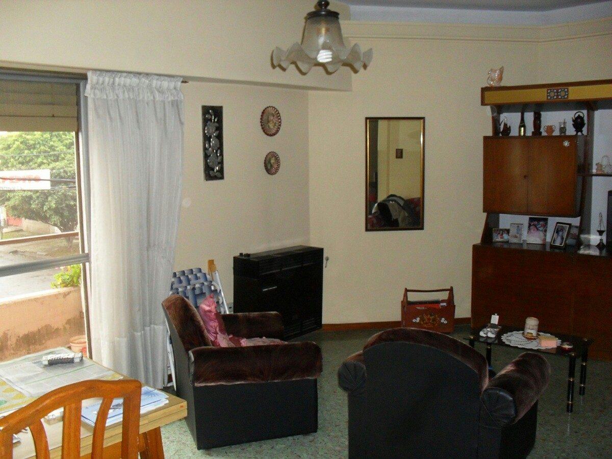 casa en venta. ideal 2 familias.