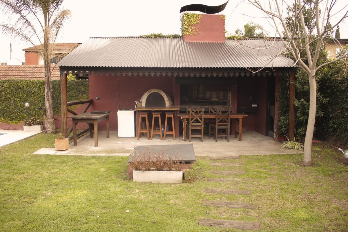 casa en venta- lisandro de la torre 1157 (lujan)