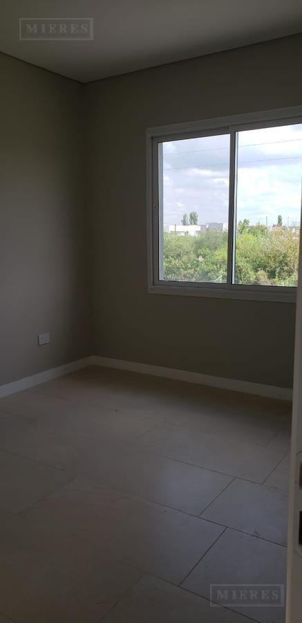 casa en venta - los castaños, nordelta - 3 dormitorios con dependencia