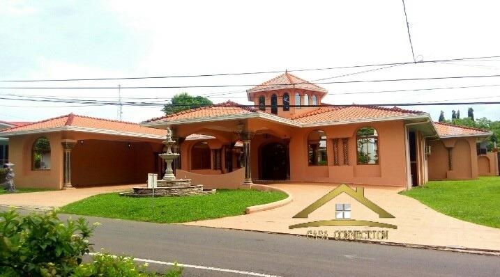 casa en venta lujosa con piscina en david chiriquí