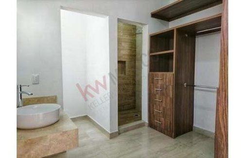 casa en venta nueva y totalmente equipada, con amplios espacios e iluminación, orientación favorable al sol y materiales de excelente calidad.