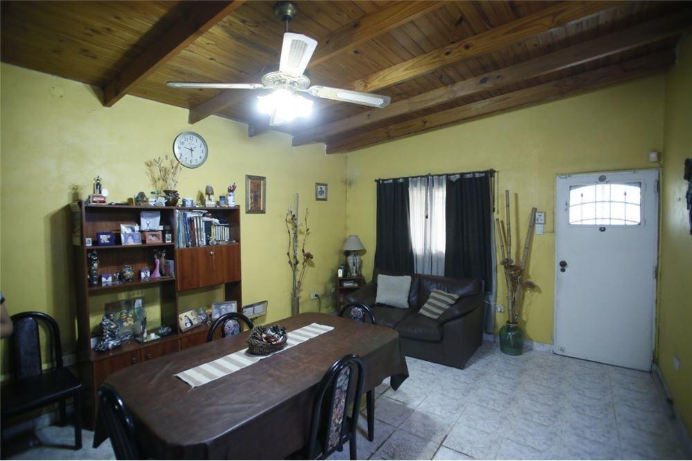 casa en venta / permuta - 2 dormitorios en berisso