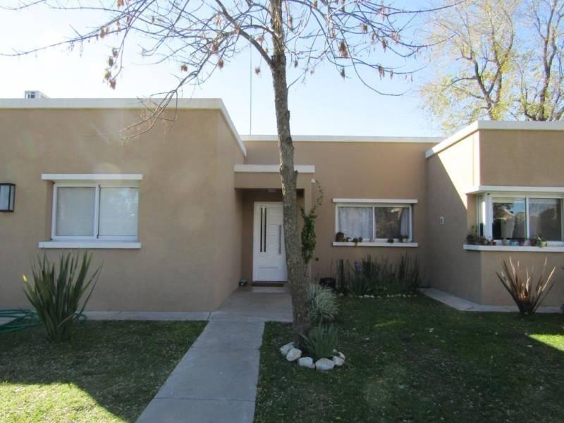 casa en venta, pilar, barrio la cuesta