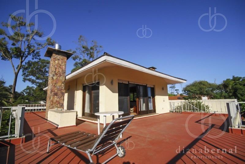 casa en venta pinares, punta del este. 6 dormitorios + servicio, gran parque y cerca del mar.- ref: 54016