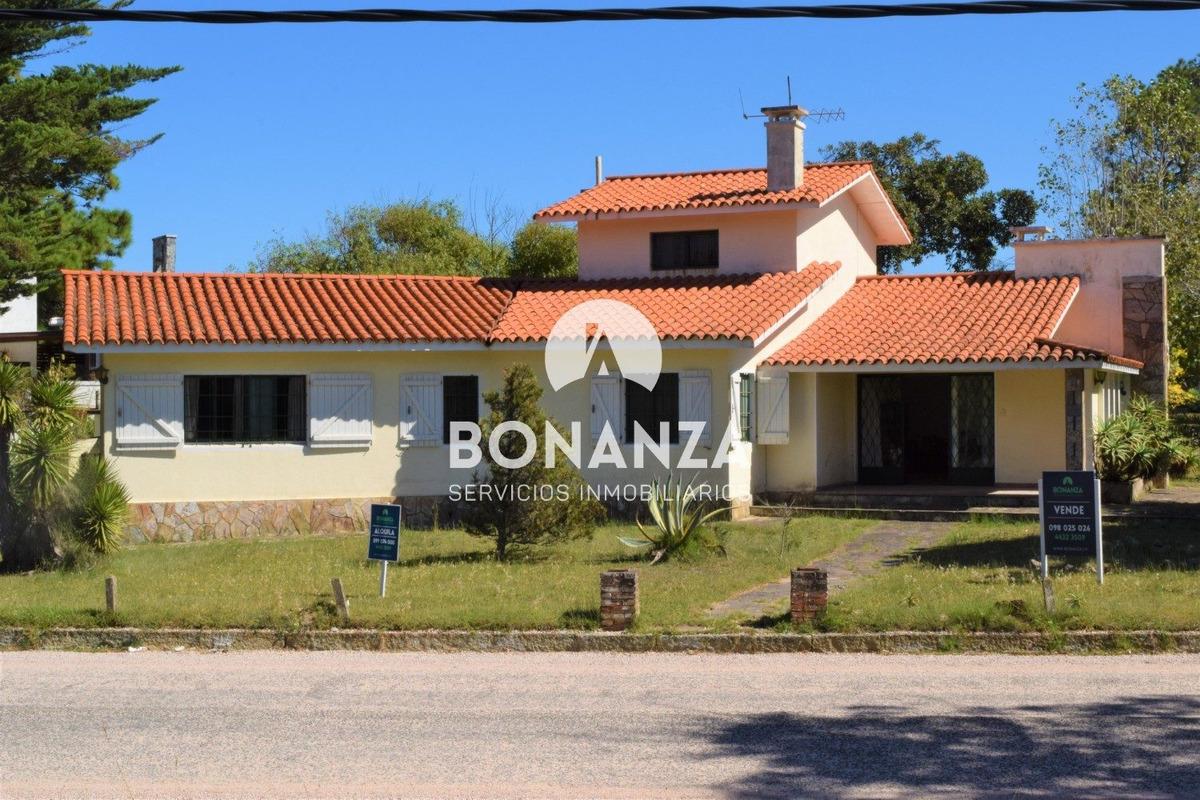 casa en venta piriápolis barrio los ángeles