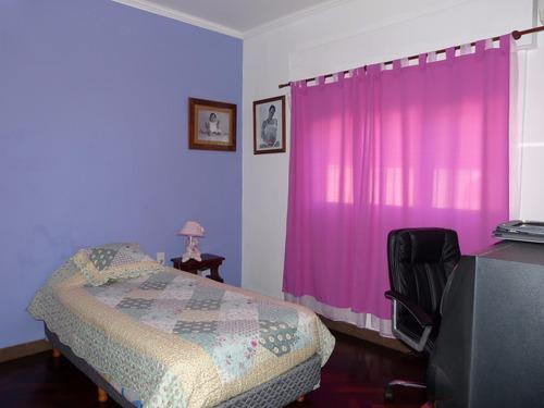 casa en venta refaccionada centro lujan. apta crédito