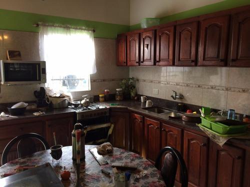 casa en venta sobre dos lotes en claypole
