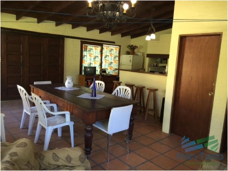 casa en venta. totalmente reciclada, bien equipada. ambientes amplios. punta del este.-ref:1729