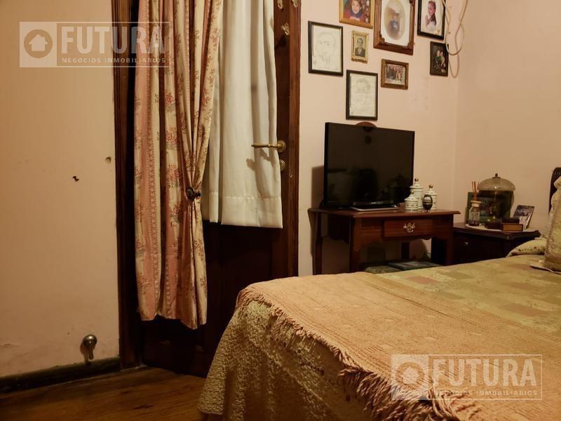 casa en venta tres dormitorios con patio ph  - mendoza 1900 centro - rosario
