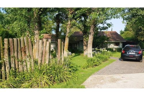casa en venta - village golf & tennis club  pilar
