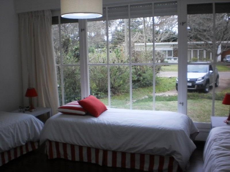 casa en venta y alquiler, cantegril, punta del este, 3 dormitorios.- ref: 87