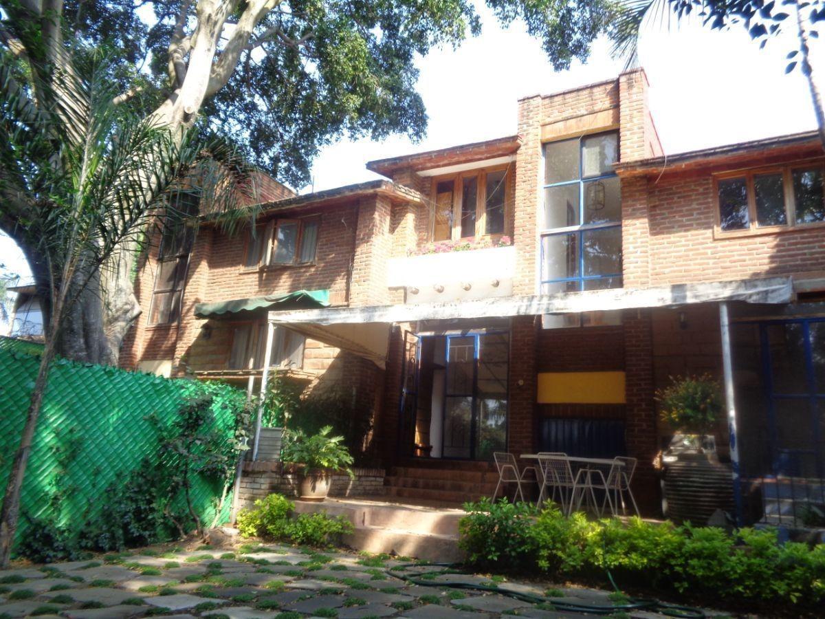 casa en venta y/o renta con habitación con baño completo, vigilancia y jardin