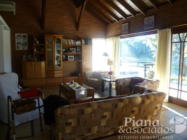 casa en venta- zona alamos-  5 ambientes + dependencia- excelente ubicacion,entorno y calidad constructiva-