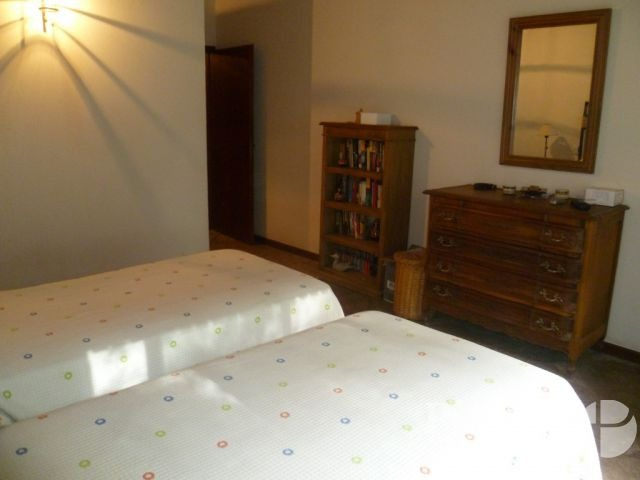 casa en venta- zona golf- 4 ambientes- excelente calidad de construccion-losa radiante-ambiente amplios
