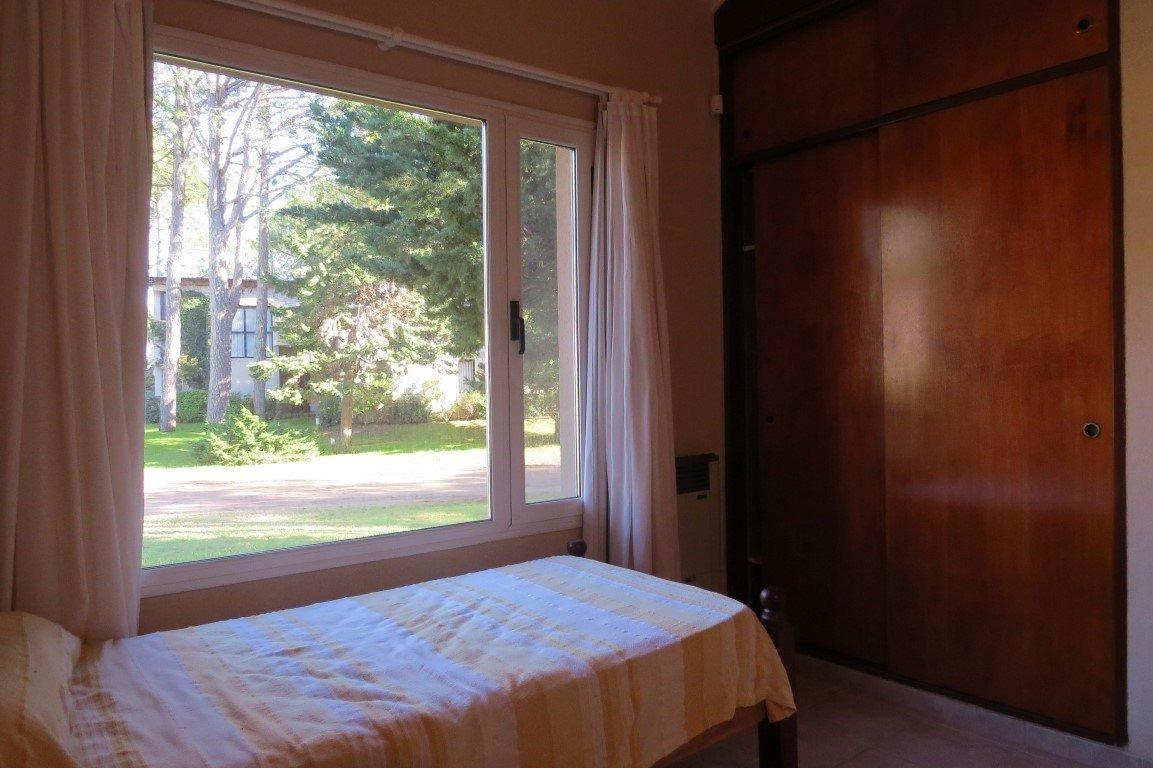casa en venta- zona norte - 4 ambientes + dep. de servicio- excelente ubicación y calidad de construcción.