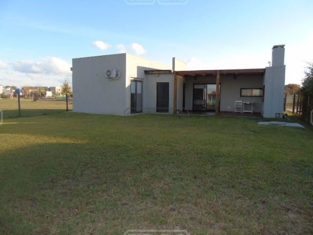 casa  en venta(283) ubicado en san eduardo, pilar del este