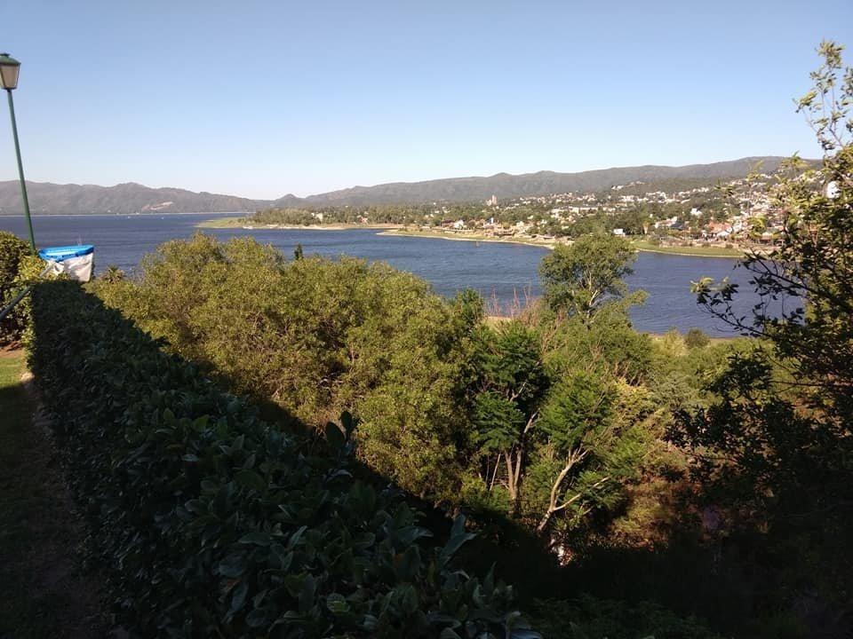 casa en villa carlos paz con vista al lago
