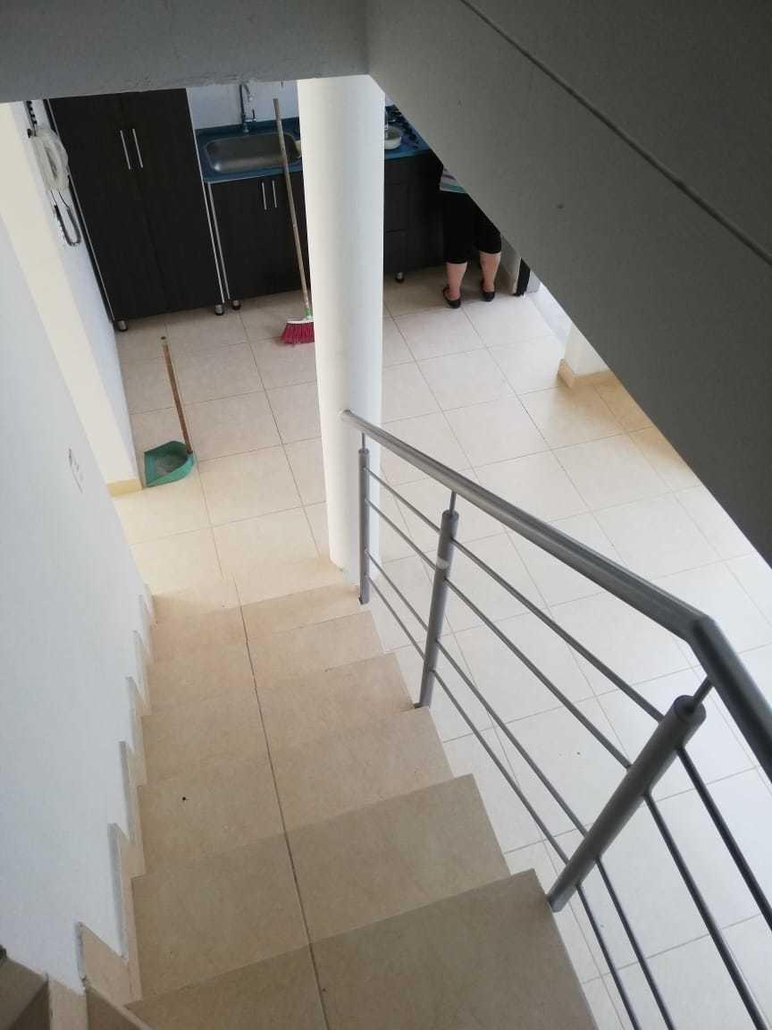 casa en villa cecilia de 2 pisos