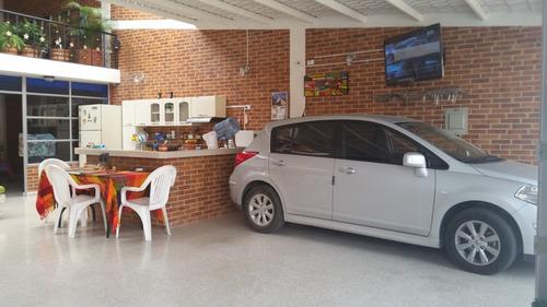 casa en zona residencial en el municipio de la mesa cund