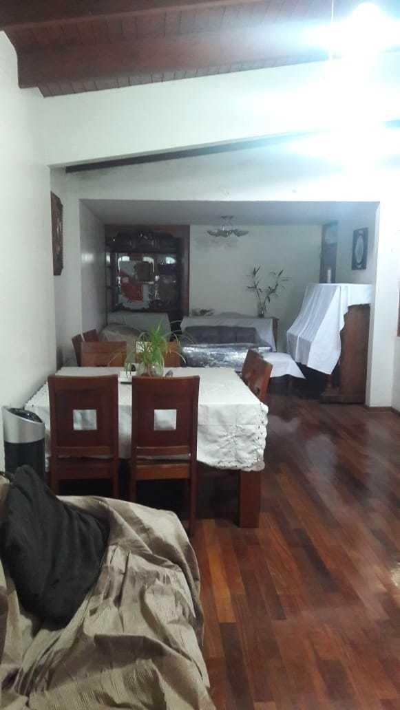 casa en zona residencial,con 5 ambientes