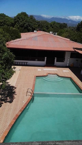casa equipada, con piscina y fina decoración x semana