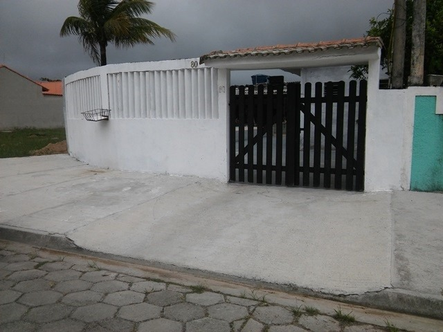casa escriturada a 850m do mar, rua calçada, ótimo bairro!