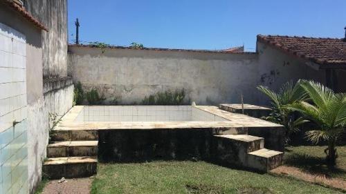 casa escriturada, na praia, com piscina, 2 quartos.