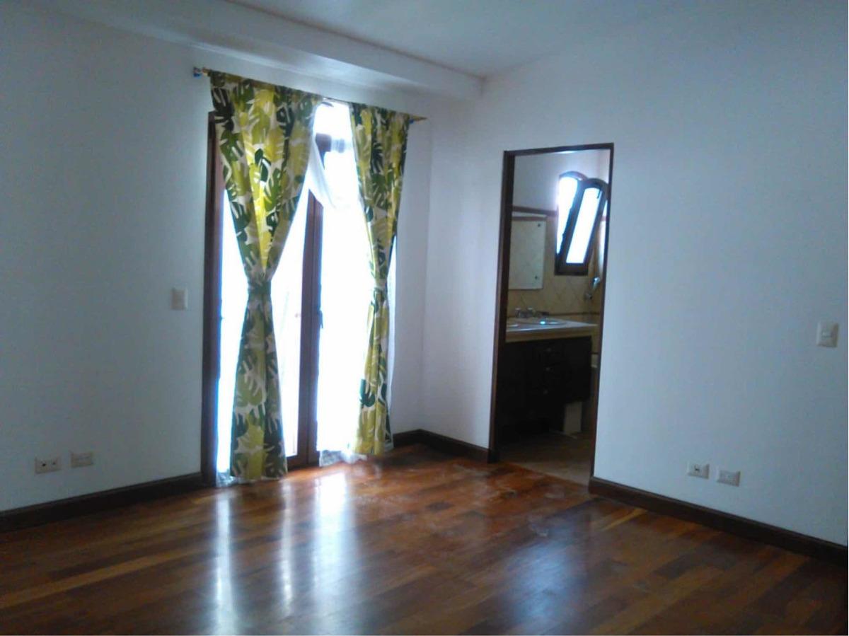 casa espaciosa en condominio en plaza del sol