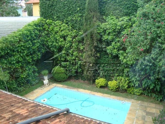 casa espaçosa e com um belo jardim no colinas