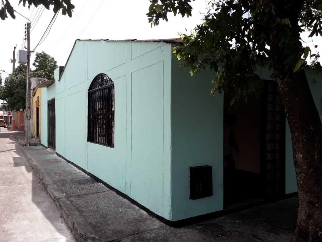 casa esquinera, 3 habitaciones, un baño.