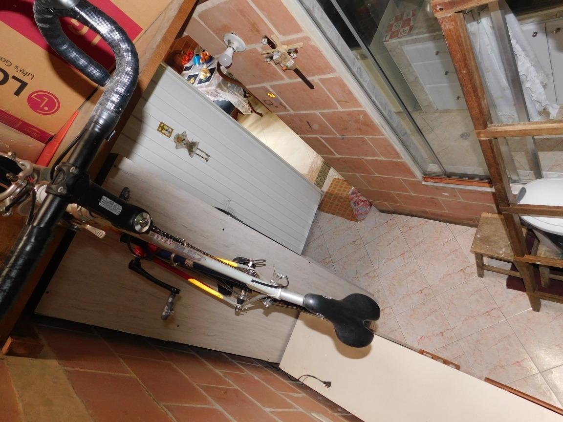 casa esquinera 4 habitaciones 2 baños y garage